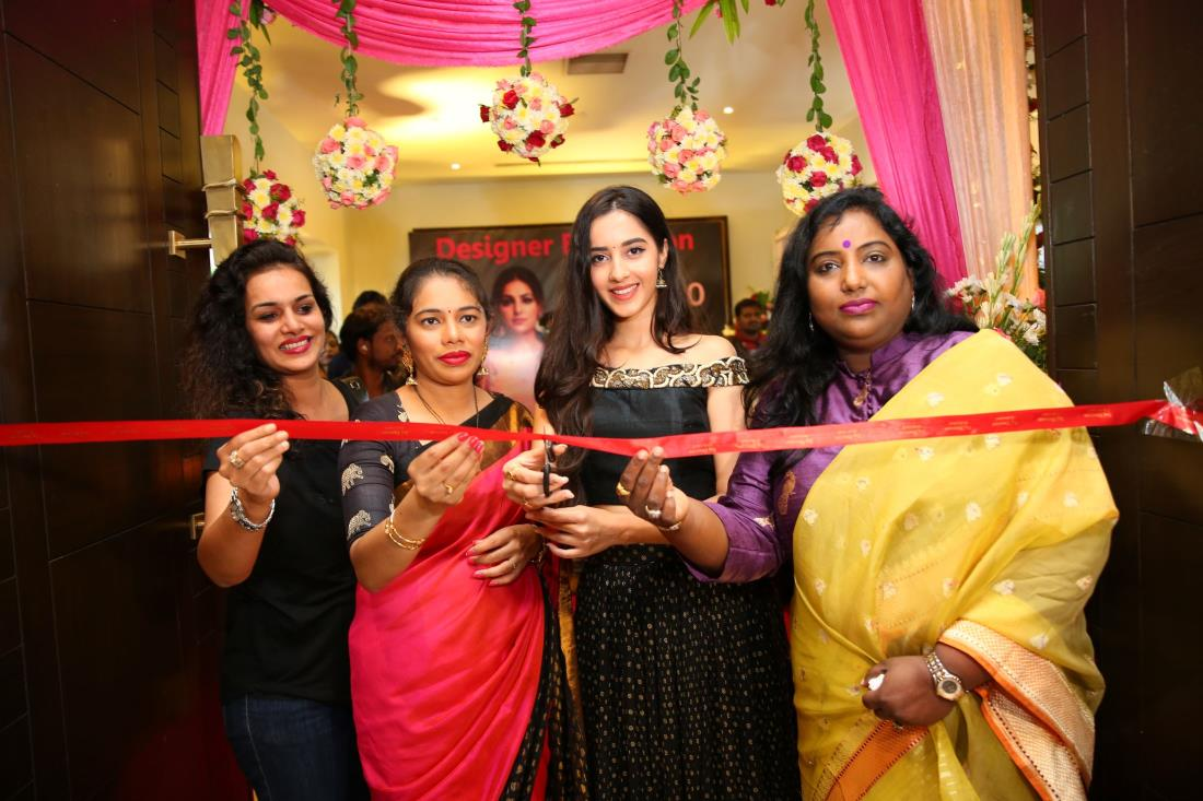 http://andhravilas.net/media/Gallery/-Actress-Simran-Kaur-Inaugurates-Melodrama-Expo-at-Taj-Deccan-1265682/thumb/7219.jpg
